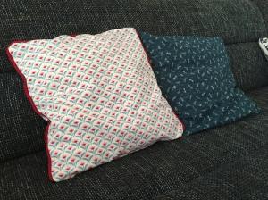 Kissenbezüge aus Baumwolle, beide mit verstecktem Reißverschluss
